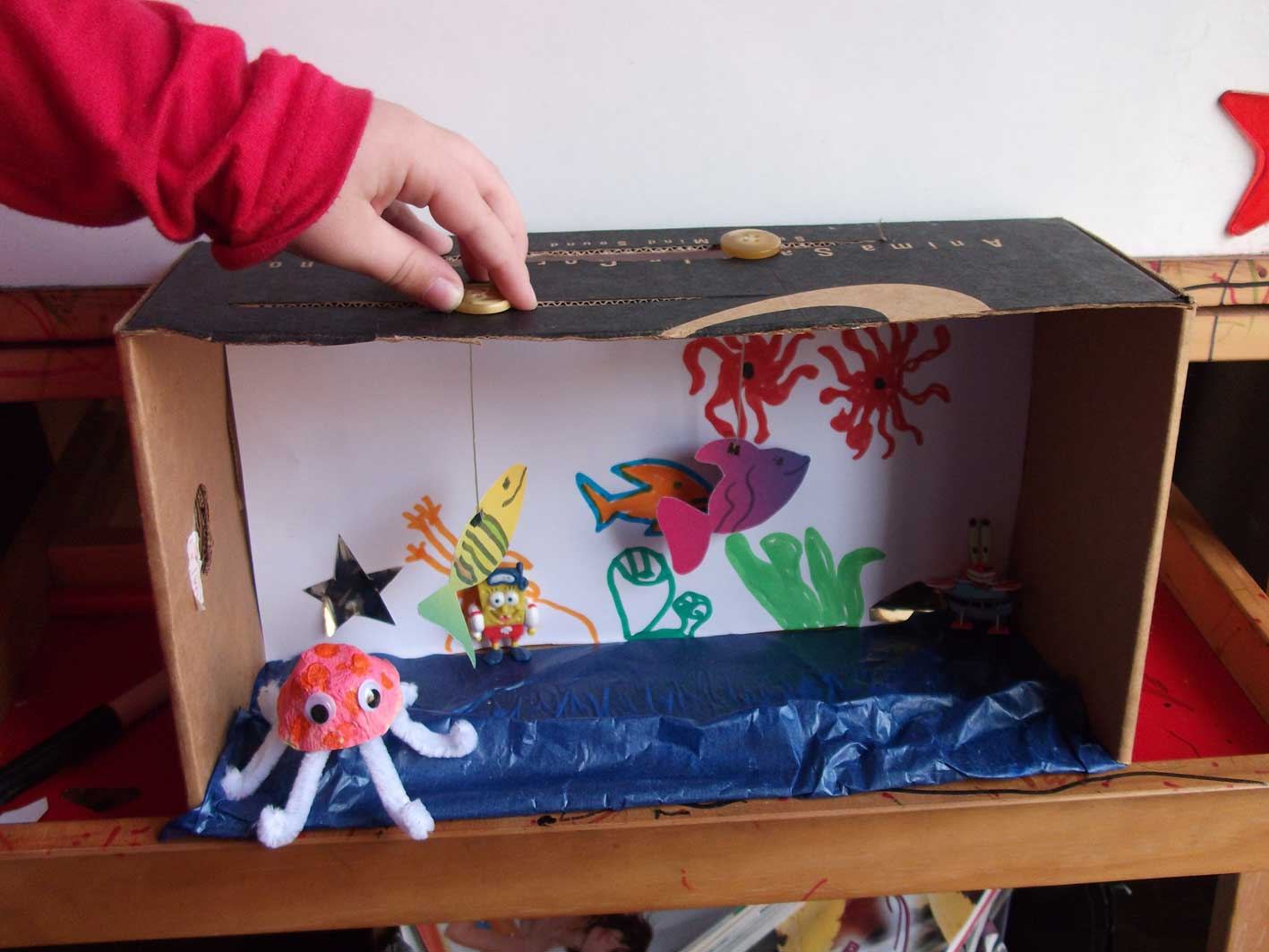 Manualidad: acuario de cartón