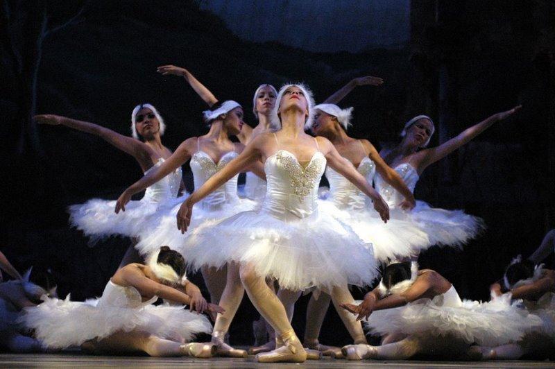 Ballet en el Bretón: El Lago de los Cisnes