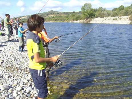 Clases de pesca sin muerte en La Grajera