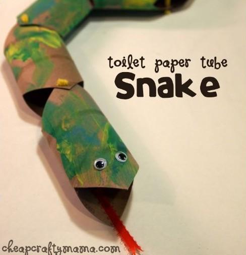 Serpiente con tubos de cartón
