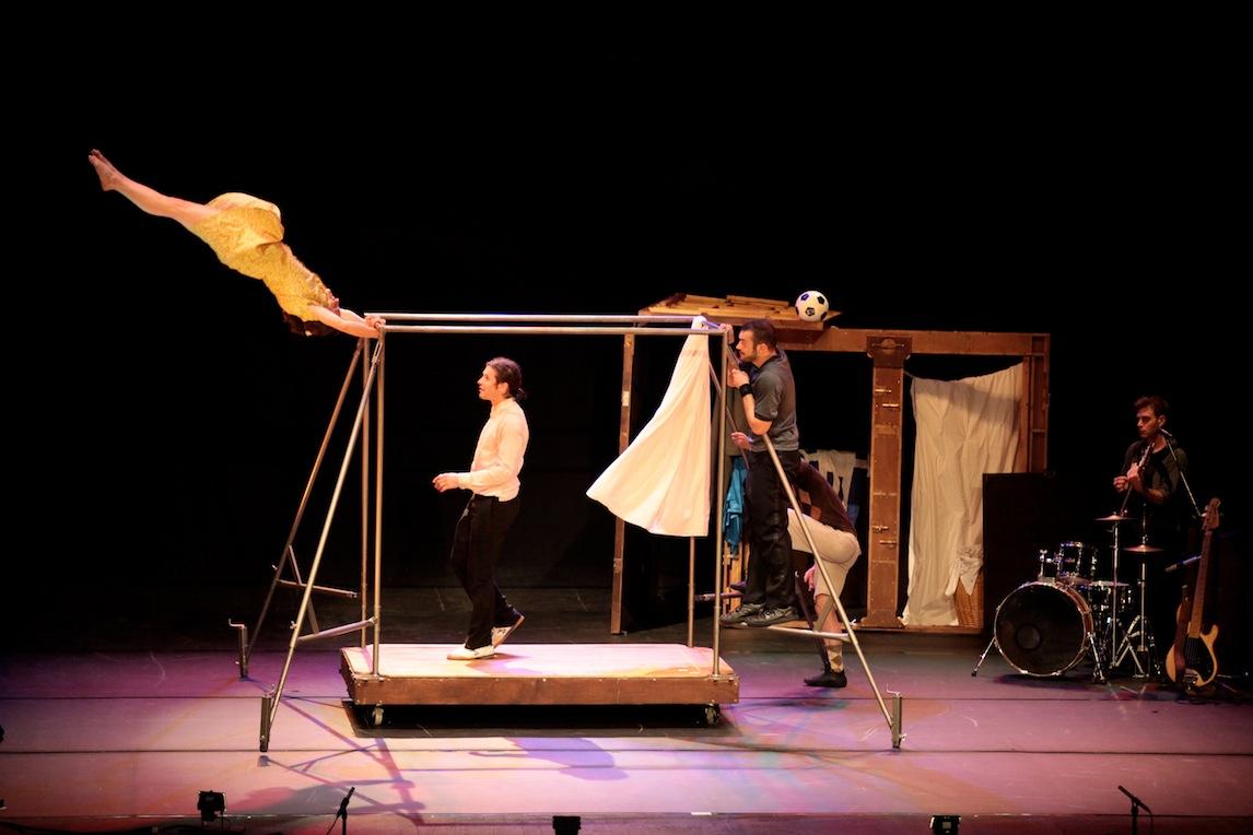 Espectáculo de circo en el Bretón