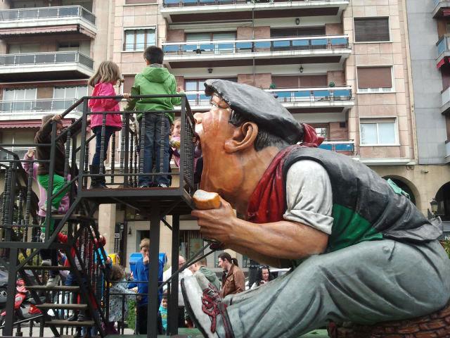 Música, baile y tragantúa en el 40 aniversario de la asociación de vecinos San José