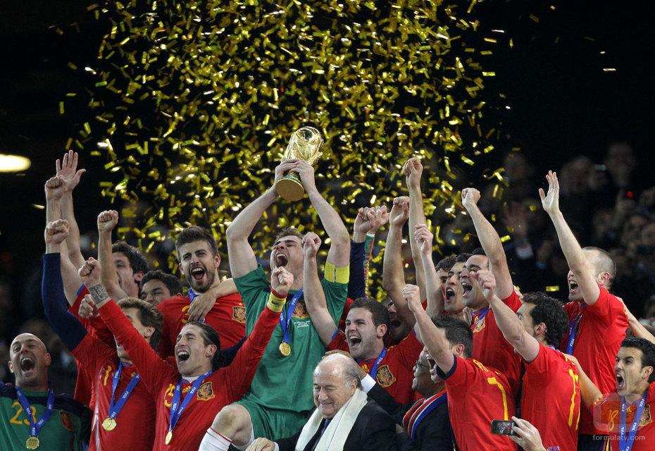 Solo hoy, fotografíate con los trofeos de 'La Roja'