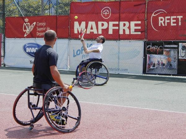 Exhibición de tenis en silla
