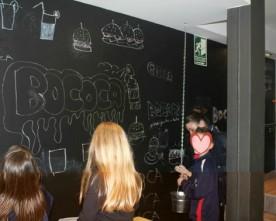 Niños bienvenidos en hamburguesería Bococa