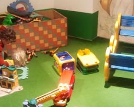 Niños bienvenidos en las tiendas de muebles