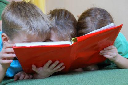 Lectura en familia en Santos Ochoa
