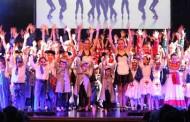 Exhibición de danzas en academia López Infante