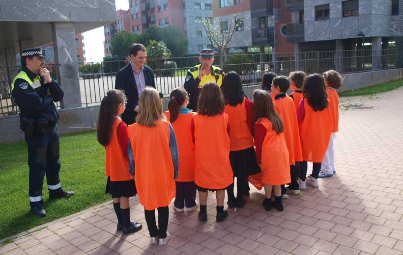 Policías enseñan Civismo a los niños logroñeses