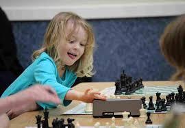 niña ajedrez