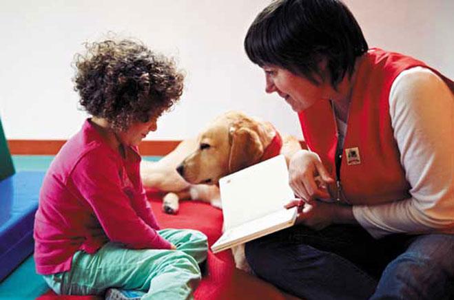 Taller infantil de lectura con animales adiestrados
