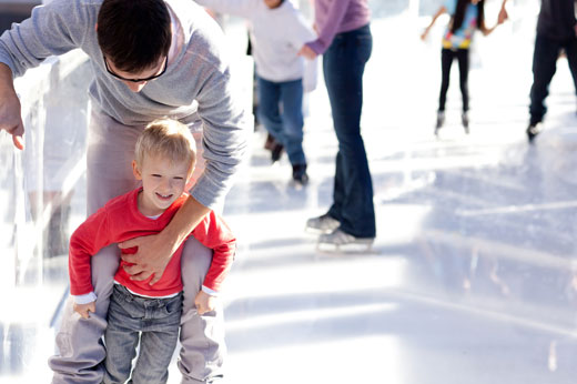 Este puente del Pilar, patina gratis en la pista de hielo
