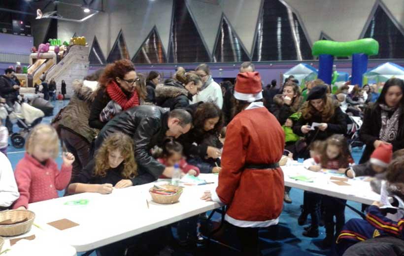 Fiesta de Navidad en el Polideportivo de Valdegastea