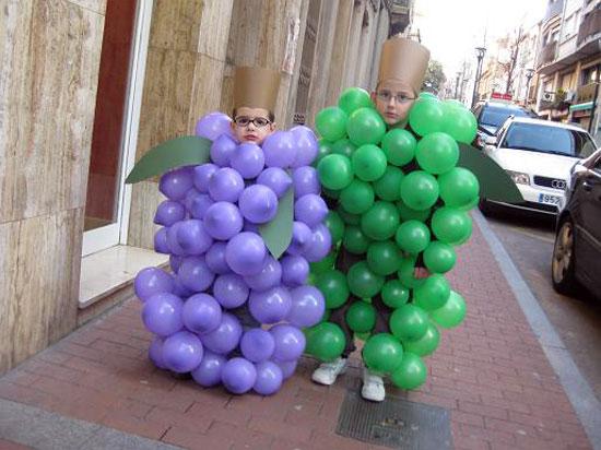 disfraz-uvas-con-globos