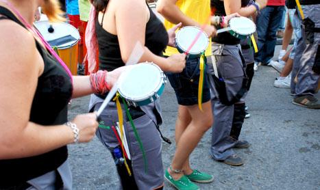 Percusión para niños en la biblioteca con 'Chiqui-tarumba'