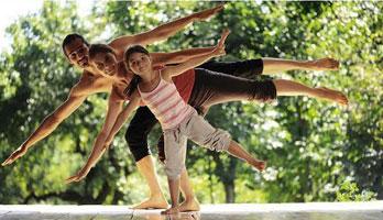 Clase gratuita de yoga en familia al aire libre