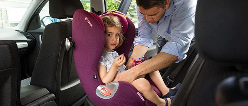 Menores en el coche, siempre en los asientos traseros