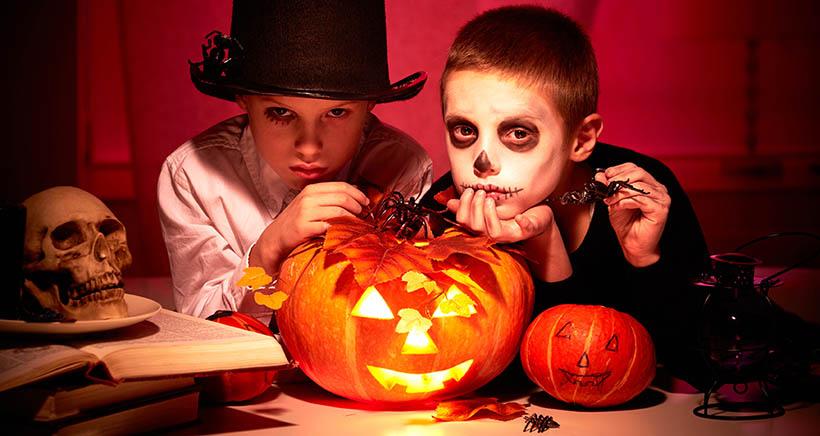 Maquillaje terrorífico en la fiesta de Halloween de Friends&Family