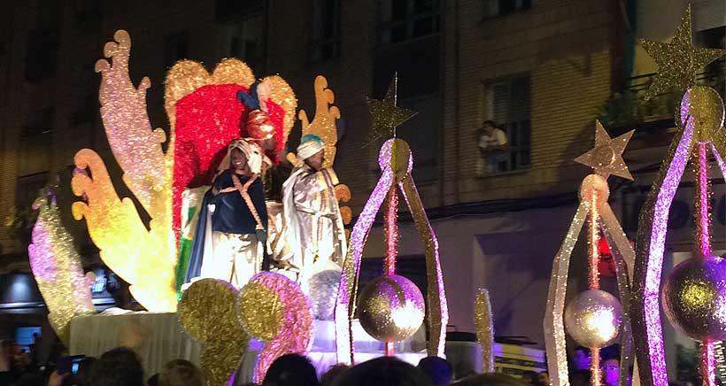 Los Reyes Magos aterrizarán mañana y recorrerán los barrios de Logroño en autobús descapotable