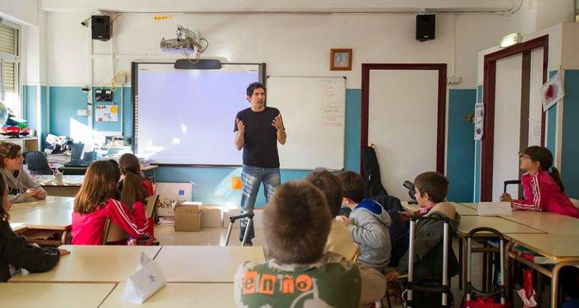 """El profesor César Bona descubrirá en Arnedo """"de qué están hechos los niños"""""""
