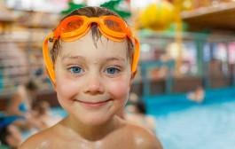 Cursillos de natación y actividades deportivas para niños en verano