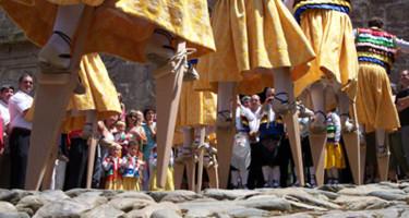 Danzadores zancos de Anguiano