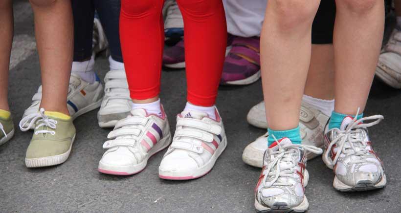 Los errores más comunes al calzar a tus hijos: consejos de los podólogos