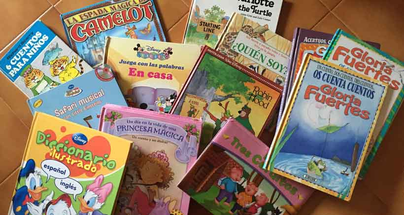 Lote de 15 cuentos bilingües para niños de segunda mano