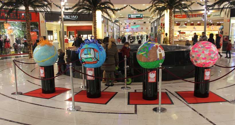 Vuelve el concurso de decoración de bolas gigantes de Navidad, en Parque Rioja