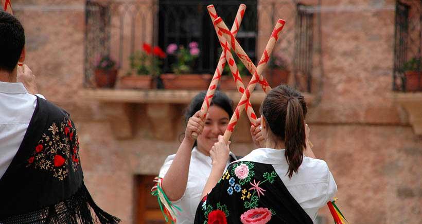 Jotas, danzas vascas y baile flamenco en el XV Festival Folklórico Nacional