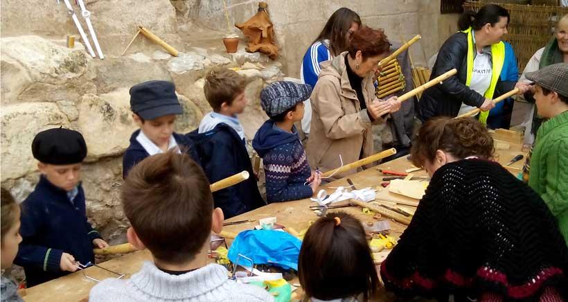 Fabricación de instrumentos con elementos naturales: actividades en Sierra Cebollera