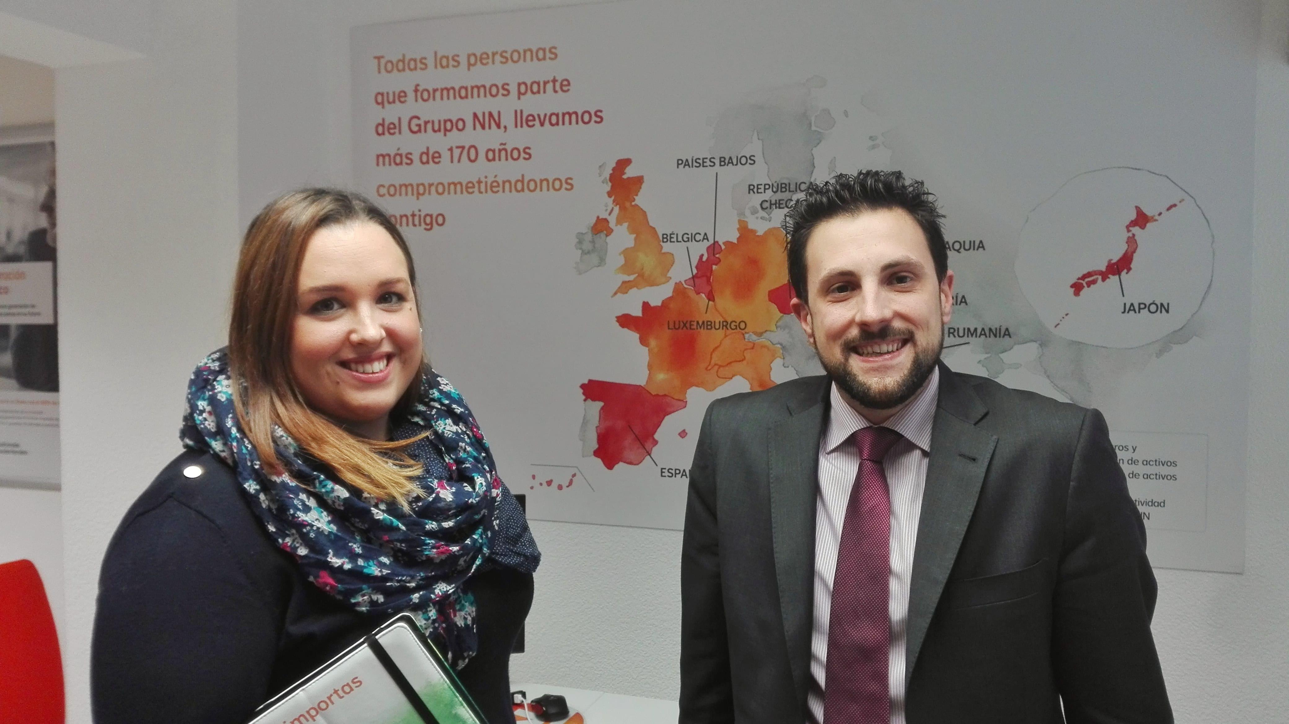 Mª Eugenia Rodríguez, delegada del Punto Naranja de Logroño, y Luis Moreno asesor de la misma oficina.