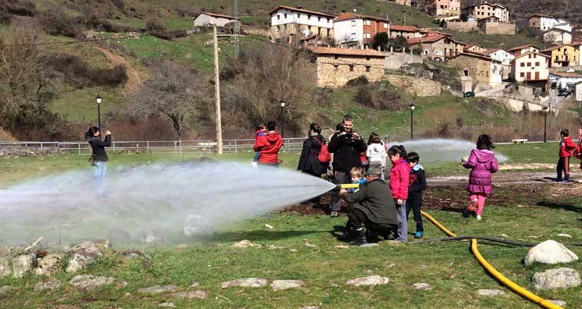 Muestra de extinción de incendios en Ezcaray