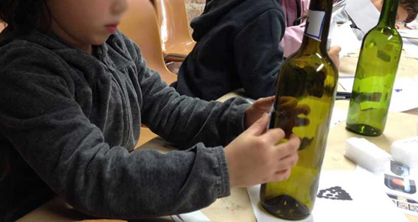 Taller infantil de diseño de etiquetas de vino, en Finca Los Arandinos
