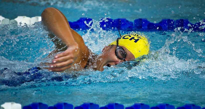cursos natación niños verano Adarraga