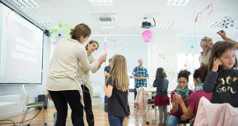 Encuentro-taller para familias, con el ilustrador y muralista Iván Bravo