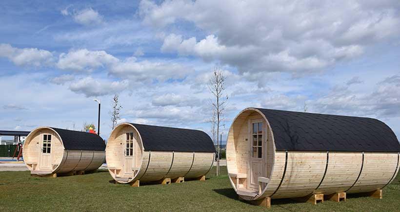 Las barricas-bungalow de Bañares, finalistas en la I Gala de Campings de España