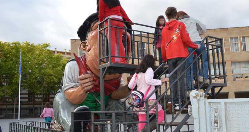 Libros, gigantes, cabezudos y tragantúa para celebrar el 30º Día del Vecino