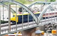Exposición de maquetas de trenes en movimiento