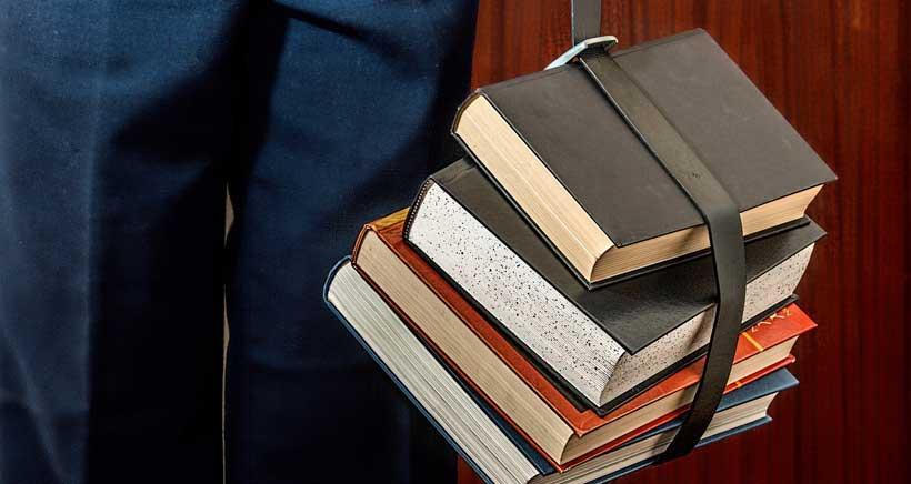 Te contamos cómo, cuándo y dónde solicitar las ayudas para libros de texto de Primaria y Secundaria