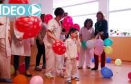 Lanzamiento de besos y globos en los hospitales de La Rioja