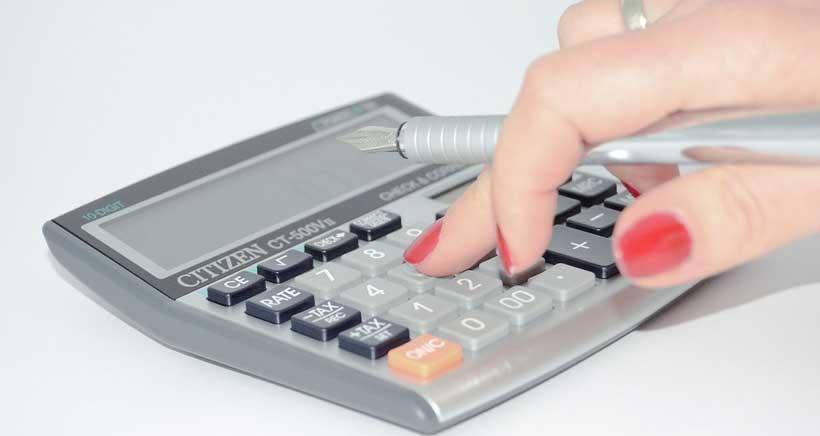 ¿Cómo calcular la renta per cápita para las ayudas de libros de texto?