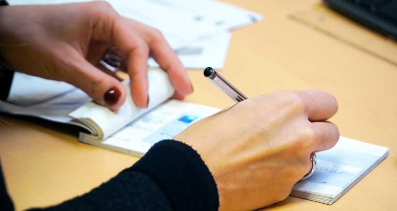 Los 'cheque-libros' para 3º y 5º de Primaria comienzan a repartirse este jueves