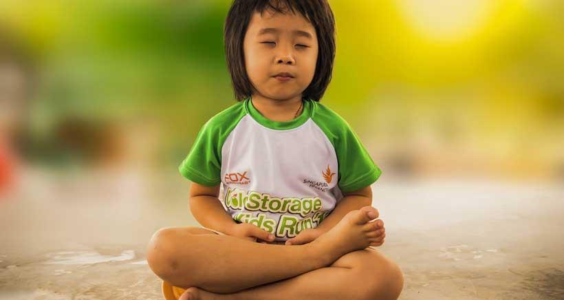 Practica yoga en familia en Gravedad Zero