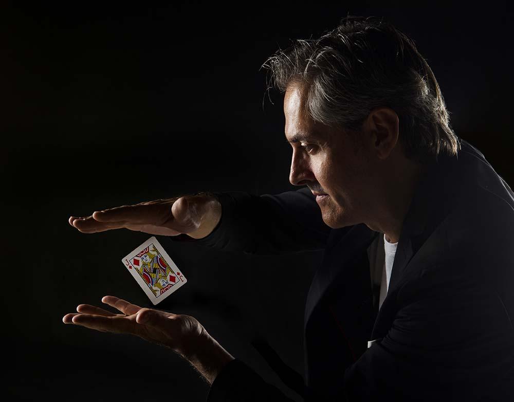 Aprende los mejores trucos de magia en este curso con el Mago Iceman