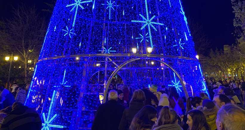Así es el nuevo árbol de Navidad instalado en El Espolón