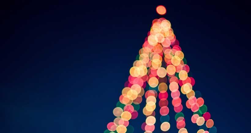El árbol de Navidad de 21 metros se ilumina este viernes