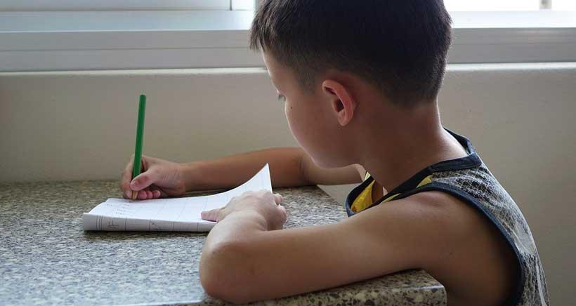 Docentes, familias y alumnos decidirán sobre los deberes en Aragón