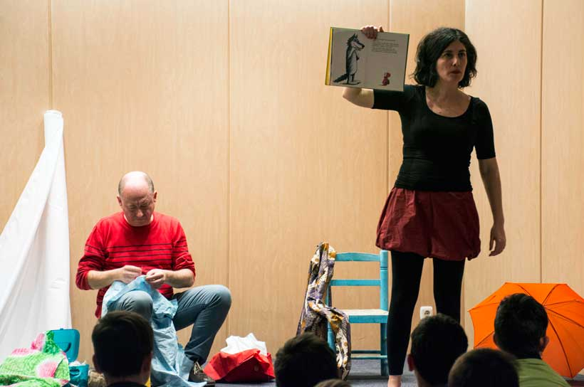 """""""Botones amarillos"""", espectáculo de narración para la igualdad de género"""