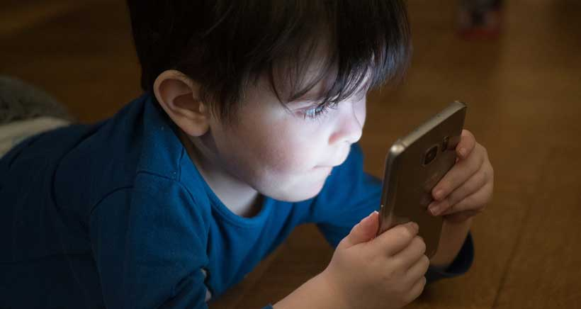 """Cómo y cuánto usar el móvil, regulado por """"contrato"""""""